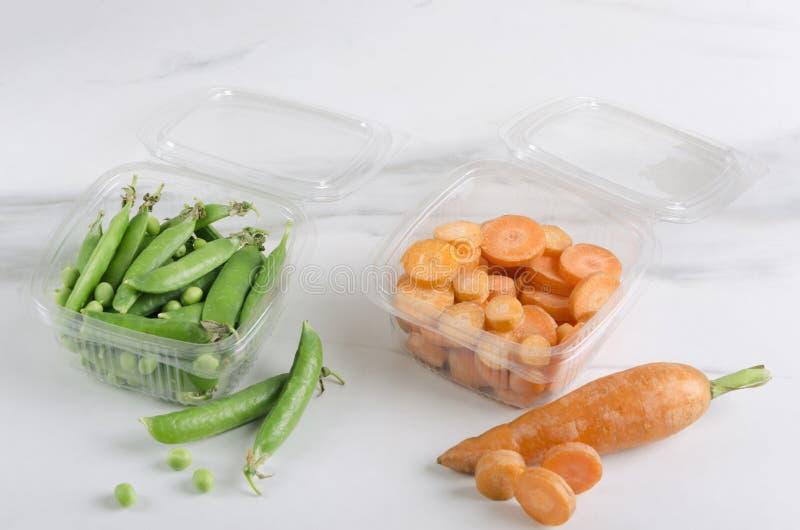 Pasto vegetariano delizioso nei recipienti di plastica Concetto di buoni ortaggi freschi come grande spuntino saporito fotografie stock