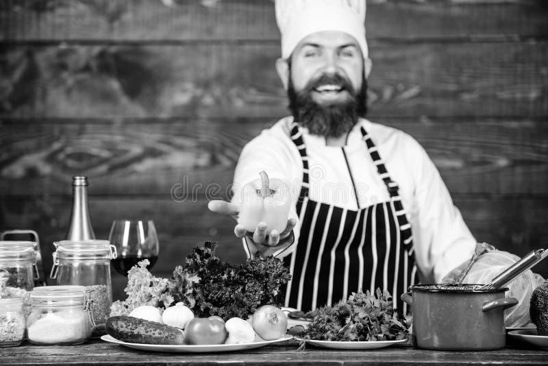 Pasto vegetariano Ingredienti possibili pi? freschi Alimento biologico Ingredienti freschi soltanto Cottura barbuta dei pantaloni immagine stock libera da diritti