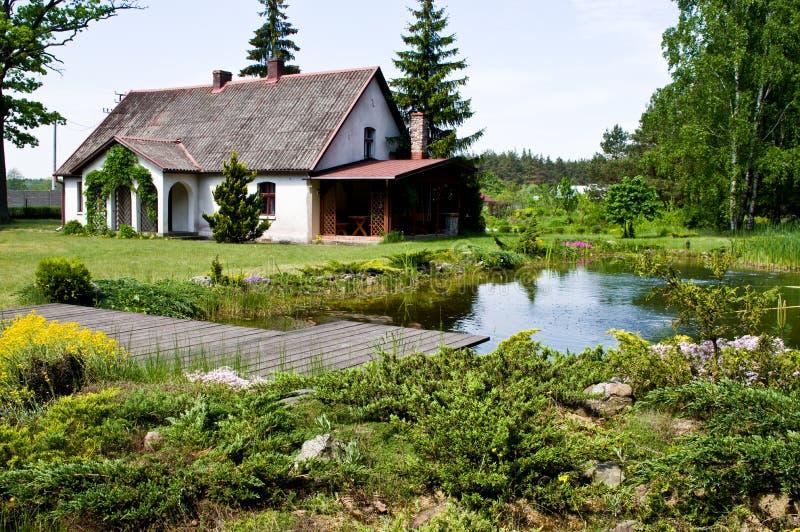 Pastoralny wiejski dom w północnym Polska obrazy stock