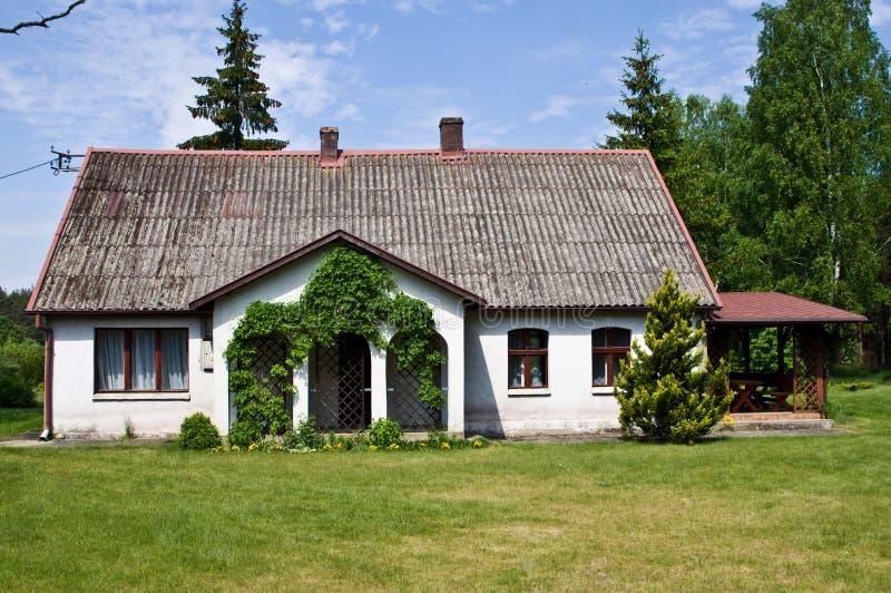 Pastoralny wiejski dom w północnym Polska obraz stock