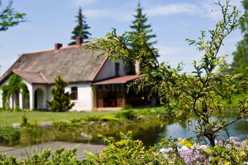 Pastoralny wiejski dom w północnym Polska obraz royalty free