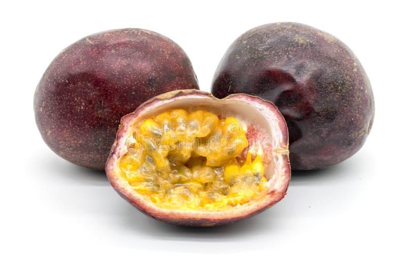 Pasyjna owoc na białym tle zdjęcia stock