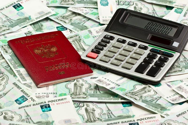 Paszport i kalkulator na tle pieniądze zdjęcia royalty free