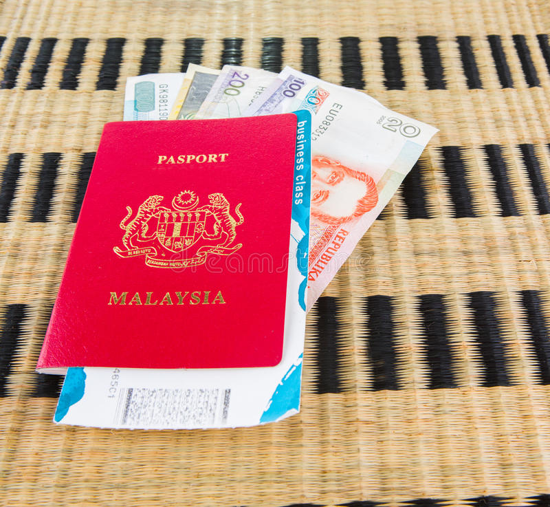 Paszport II i waluta zdjęcia stock