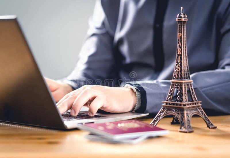Paszport na urlop Dokument podróży do celów rezerwacji online lub elektronicznej identyfikacji wizowej Turystyka w UE obraz stock