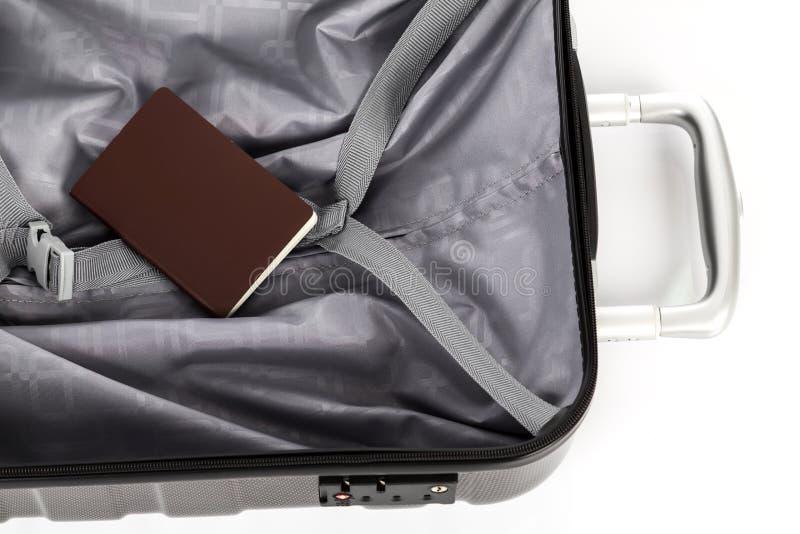 Download Paszport na walizce obraz stock. Obraz złożonej z journeyer - 57653677