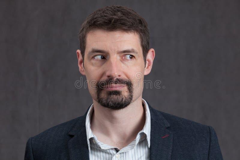 Paszportowa fotografia forties mężczyzna patrzeje prawy z goatee brodą fotografia royalty free