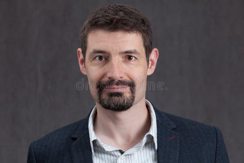 Paszportowa fotografia forties mężczyzna z goatee wąsy i brodą obrazy royalty free