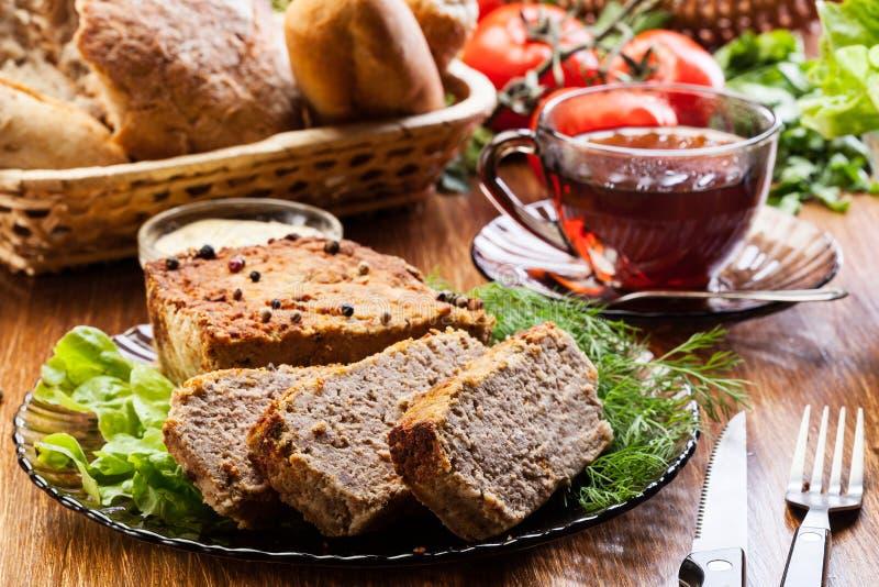 Patè delizioso tradizionale della carne con le verdure fotografie stock libere da diritti