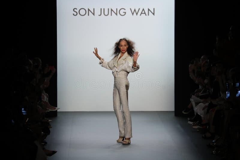 Pat Cleveland walks the runway at the Son Jung Wan Runway. NEW YORK, NY - SEPTEMBER 10: Pat Cleveland walks the runway at the Son Jung Wan Runway during New York stock images