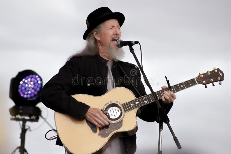Pat Simmons Snr av de Doobie bröderna på Deni Blues & rotar festivalen 2014 royaltyfria bilder