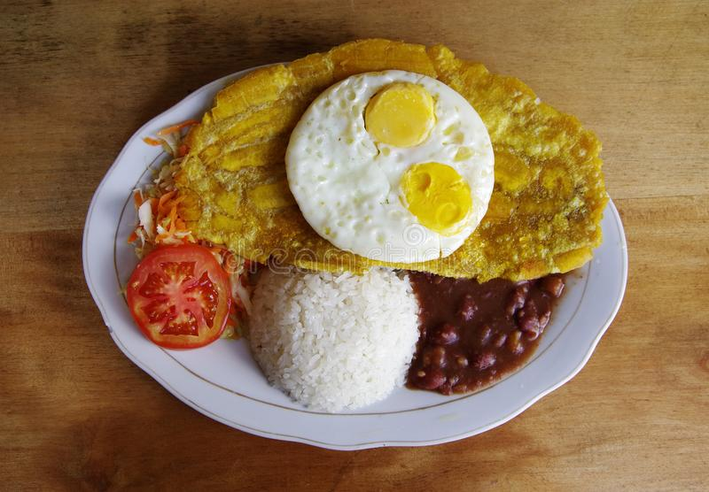 Patacon ή toston, παραδοσιακά κολομβιανά τρόφιμα στοκ εικόνες