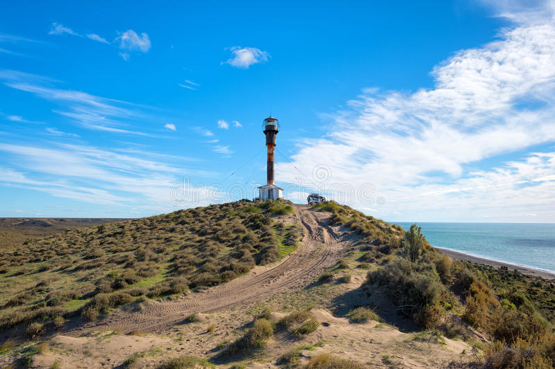 Patagonialeuchtturmlandschaft in valdes Halbinsel stockfotos