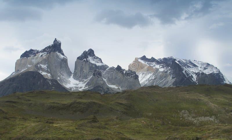 Patagonian landschap met bergen. Chili. Torres del Paine. royalty-vrije stock afbeeldingen