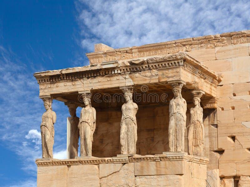 Patamar das cariátides no templo grego antigo famoso de Erechtheion em Atenas, Grécia fotografia de stock royalty free
