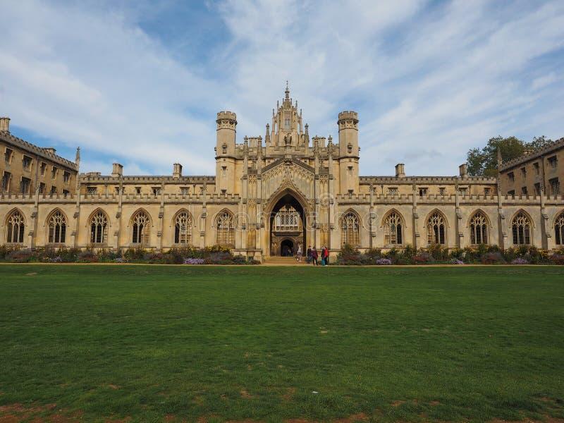 Patamar novo da corte da faculdade de St John em Cambridge foto de stock