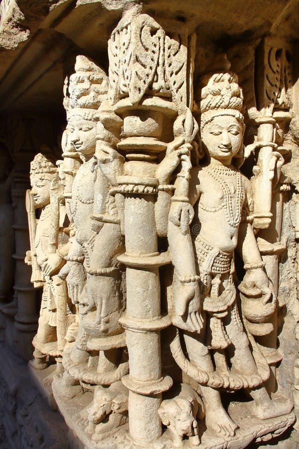 PATAN, GUJARAT, INDIA: Ranien ki Vav stepwell met overladen gravures op muren stock afbeelding