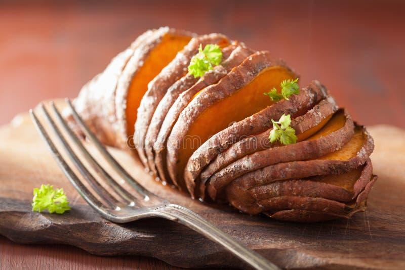 Patata cocida del hasselback foto de archivo libre de regalías