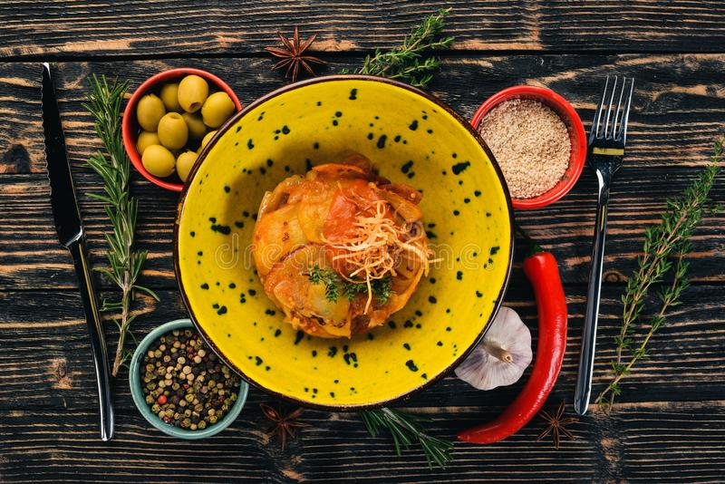 Patata cocida en salsa de tomate adorne imágenes de archivo libres de regalías