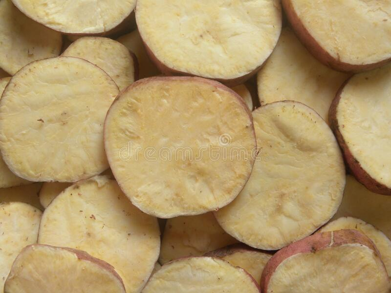 Patata dulce en rodajas redondas fotografía de archivo