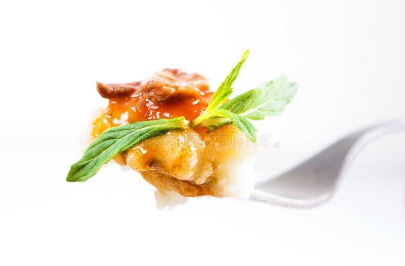 Patata e carne gastronomiche sulla forcella immagini stock libere da diritti