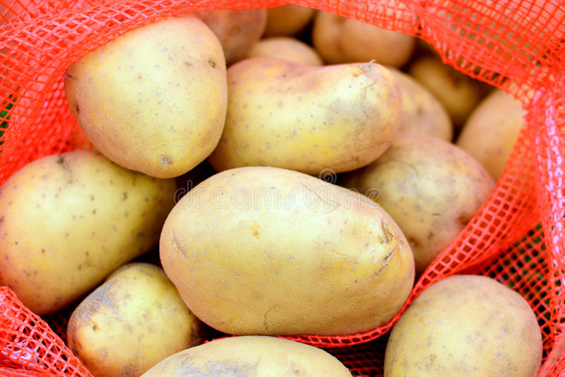 Patata fresca imagenes de archivo