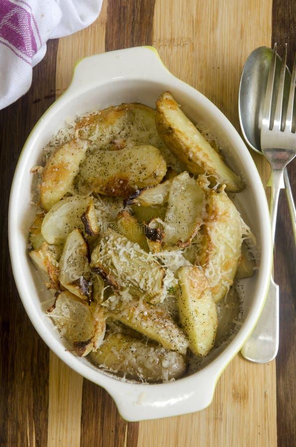 Download Patatas asadas foto de archivo. Imagen de parmesano, bake - 41905092
