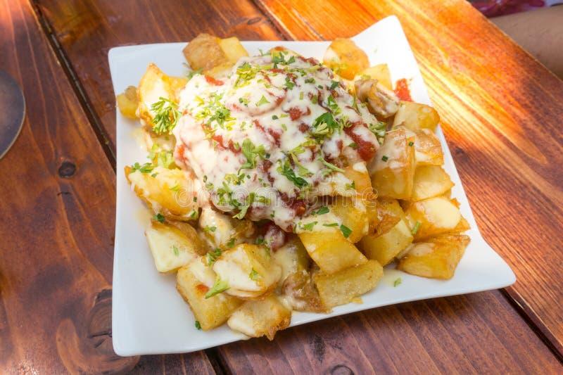 Patatas bravas grul przekąski tradycyjni Hiszpańscy tapas zdjęcie stock