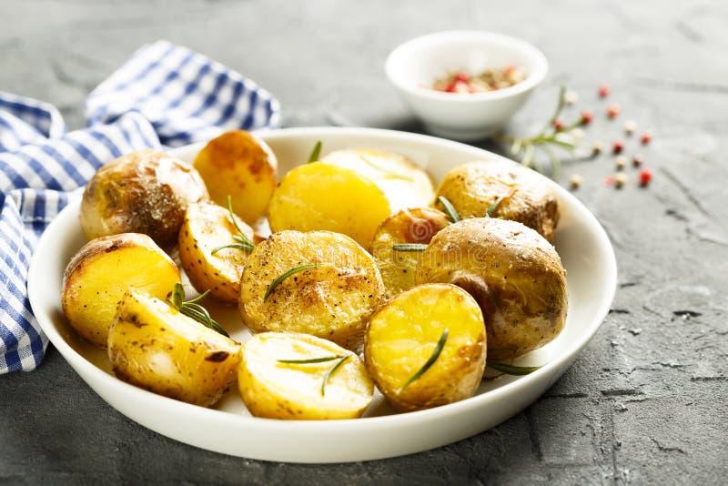 Patatas cocidas al horno imágenes de archivo libres de regalías
