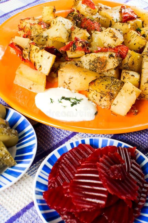 Patatas cocidas al horno del romero imagenes de archivo