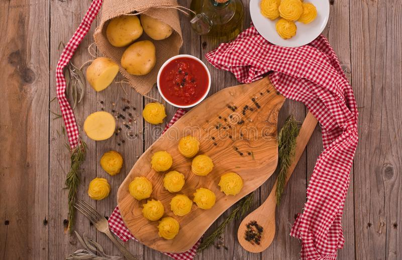 Patatas de la duquesa imagen de archivo