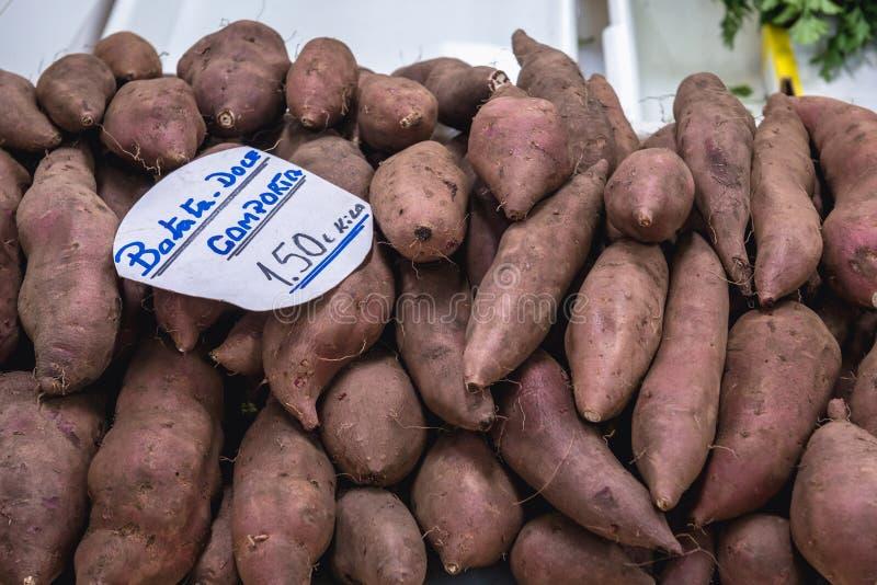 Patatas dulces para la venta fotos de archivo libres de regalías