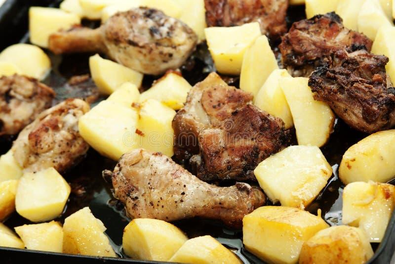 Patatas fritas con la carne fotos de archivo