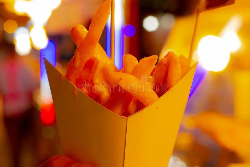 Patatas fritas con queso imagen de archivo libre de regalías