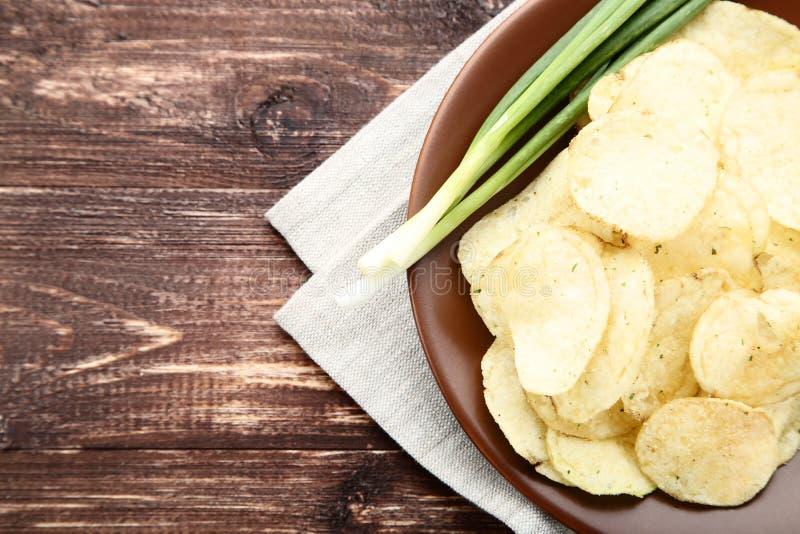 patatas fritas en placa imagen de archivo libre de regalías