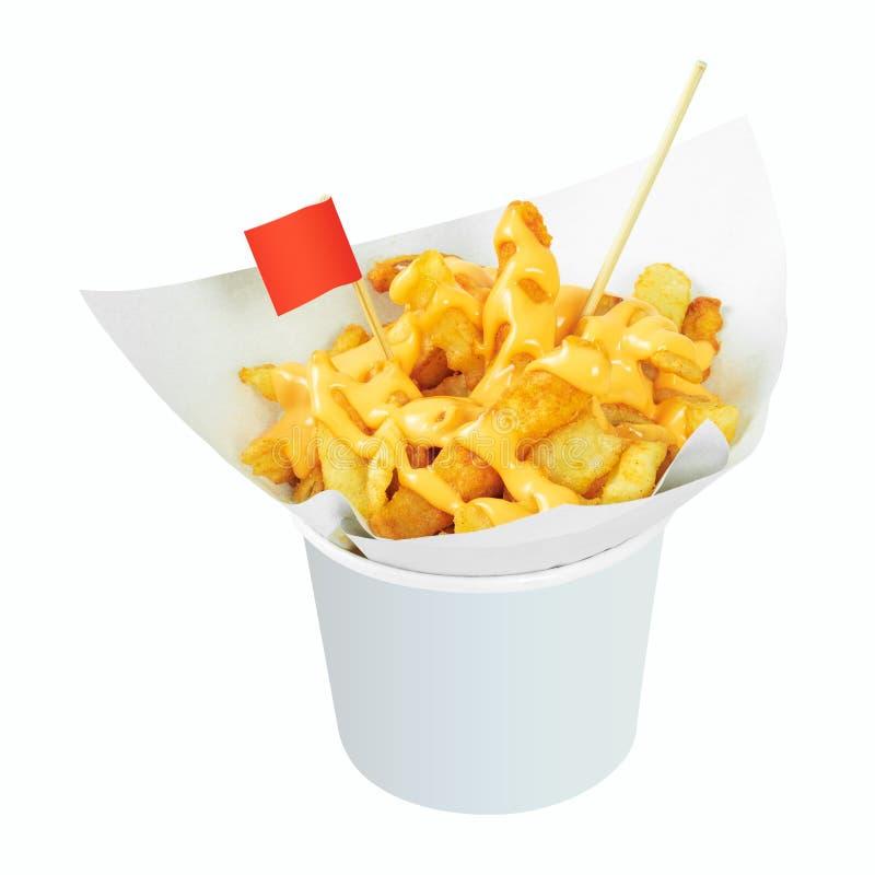 Patatas fritas sabrosas en la taza blanca con la salsa de queso aislada en el fondo blanco Fría la patata o el aperitivo Trayecto imagen de archivo libre de regalías