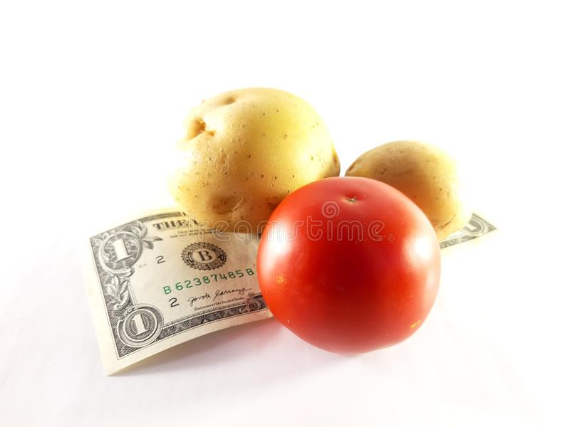 Patatas, tomate y dólares Comida y dinero Cosecha, venta, inc. fotografía de archivo libre de regalías