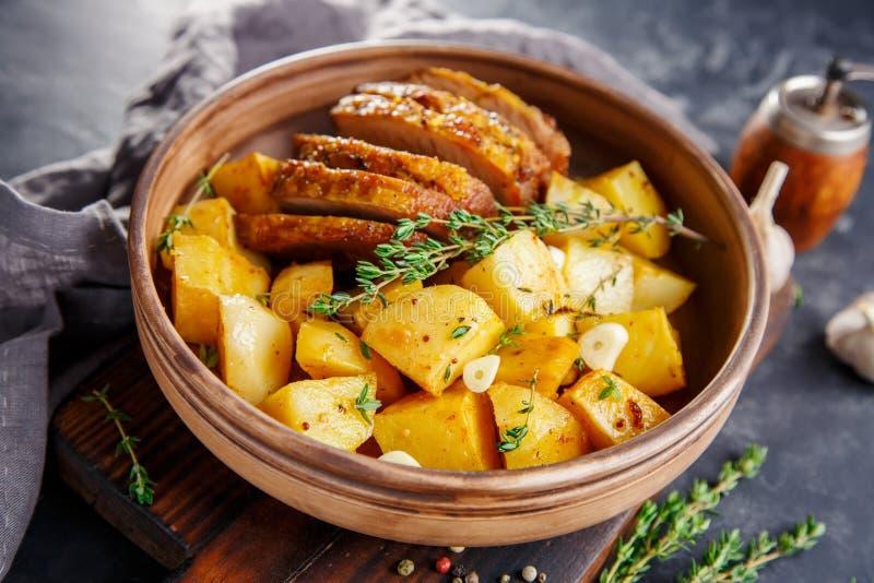 Patate cotte con carne immagine stock