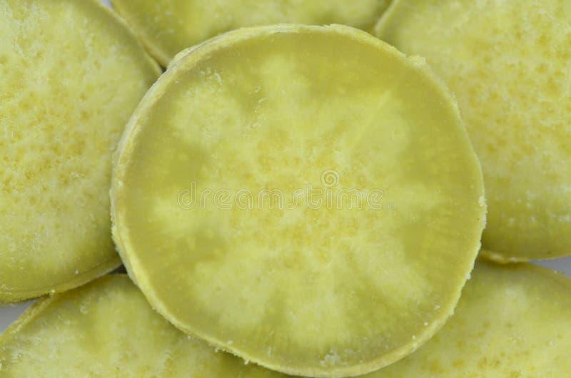 Patate dolci cotte su fondo di legno, primo piano fotografie stock libere da diritti