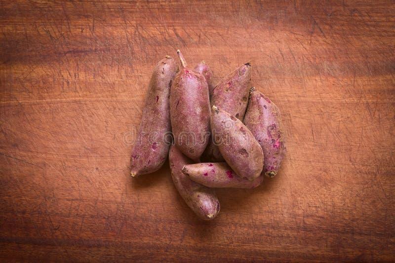 Patate douce pourpre crue photographie stock libre de droits