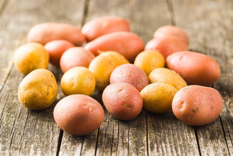 Patate fresche Patate grezze fotografie stock libere da diritti