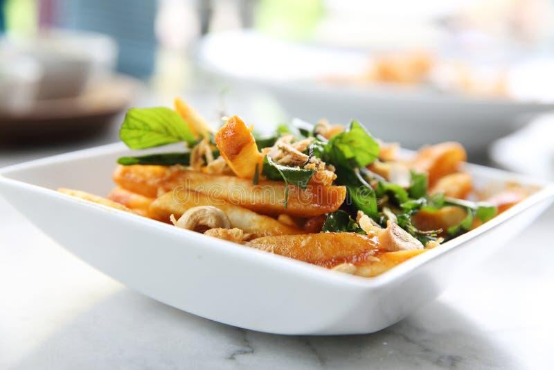 Patate fritte con piccante tailandese immagine stock