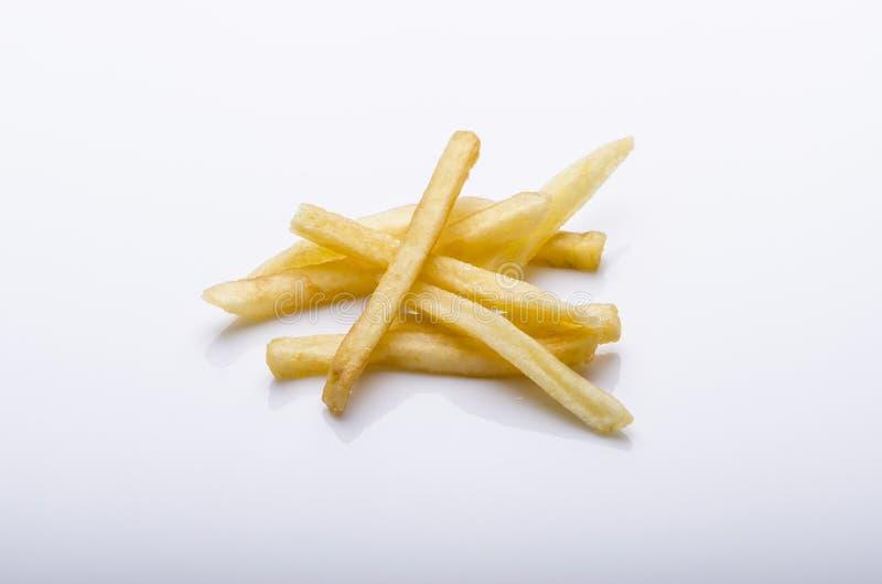 Patate fritte su priorità bassa bianca immagini stock