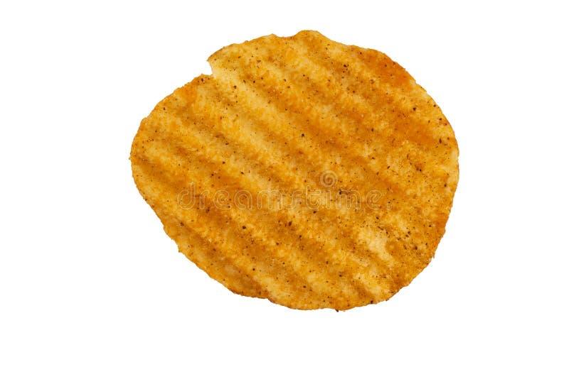 Patatina fritta increspata saporita isolata su fondo bianco immagine stock