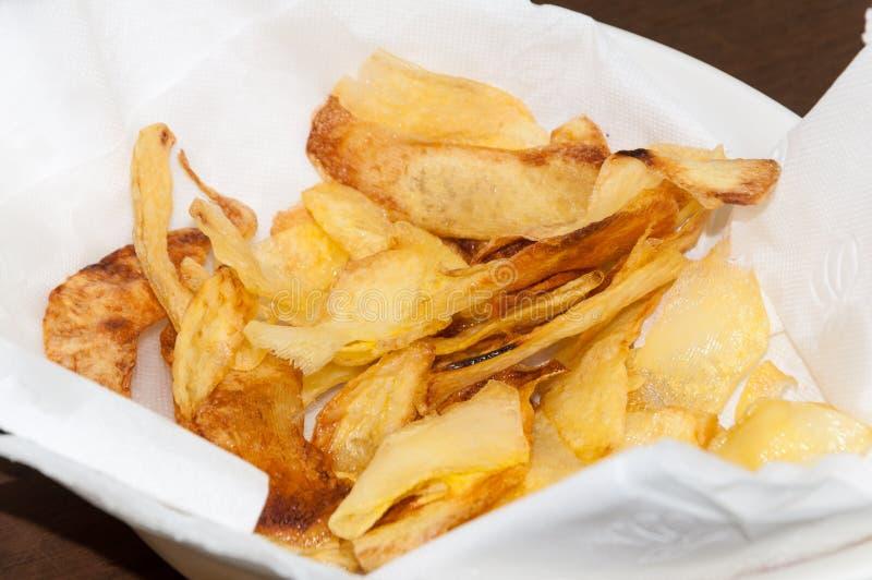 Patatine fritte casalinghe nella ciotola fotografia stock