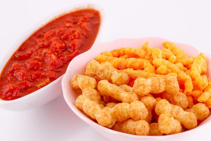 Patatine fritte del grano e del mais e salsa rossa fotografia stock libera da diritti