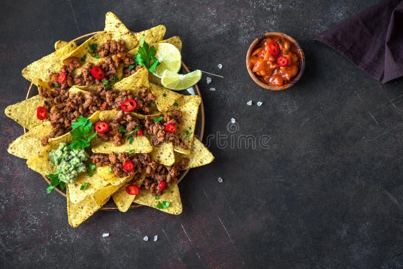 Patatine fritte e carne tritata dei nacho immagine stock