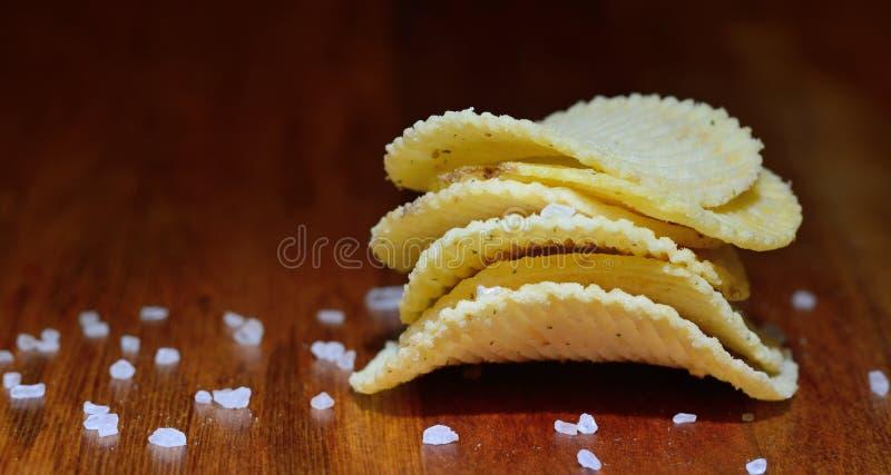 Patatine fritte o patatine fritte con sale immagine stock