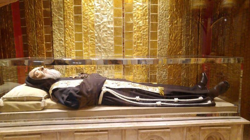 Pater Pio: der Körper von St. Pius lizenzfreie stockfotos