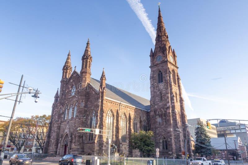 Paterson, NJ / Estados Unidos - Nov 9, 2019: Paisagem da Catedral Católica Batista de São João imagens de stock royalty free